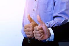 Tumme för två händer upp för affärsbakgrund Arkivfoto