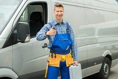 Tumme för visning för RepairmanWith Tools And Toolbox upp tecken Royaltyfri Foto