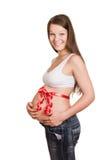 Tummy των ευτυχών mom που εμπλέκεται από μια ταινία δώρων Στοκ Φωτογραφίες