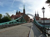 Tumski桥梁, Ostrow Tumski, WrocÅ 'aw 牧师会主持的教堂和大教堂 弗罗茨瓦夫哥特式寺庙  库存图片