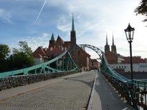 Tumski桥梁, Ostrow Tumski, WrocÅ 'aw 牧师会主持的教堂和大教堂 弗罗茨瓦夫哥特式寺庙  免版税图库摄影