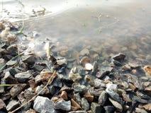 Tun Sie Felsen-Endabnutzung u. Wasser-Abfluss n stockfotos