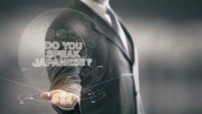 Tun Sie Ihr sprechen japanische neue Technologien Geschäftsmann-Holding in der Hand stock video