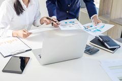 Tun Sie sich Sitzungen und Anweisung, Teamwork von Geschäftskollegen c zusammen stockfotos
