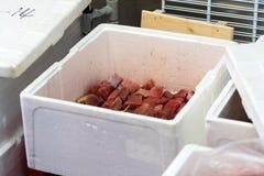 Tuna Is In The Box cruda fresca foto de archivo libre de regalías