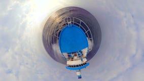Tuna Fishing Boat Going Home azul en un pequeño planeta almacen de metraje de vídeo