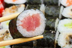 Tuna maki single roll Royalty Free Stock Photos