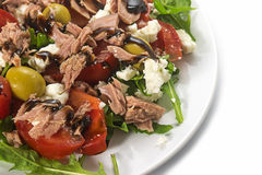 Tuna salad with tomatoes, olives and arugula, recipe in Mediterr Royalty Free Stock Photos