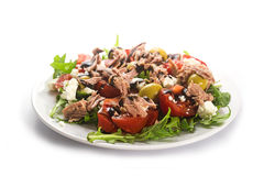 Tuna salad with tomatoes, olives and arugula, recipe Mediterrane Royalty Free Stock Photography