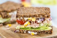 Tuna Sandwich et x28 ; sur le bread& complet x29 ; images stock