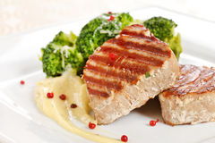 Tuna steak with broccoli Stock Photos
