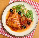 Tuna Steak Poached no molho de tomate Fotografia de Stock