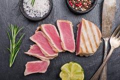Tuna Steaks grelhada fotografia de stock royalty free