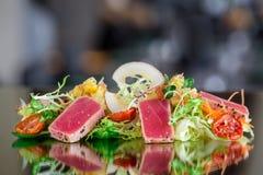 Tuna tataki salad Stock Images