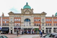Tunbridge Wells, Kent, Reino Unido - 27 de junho de 2017: Sc da rua do teatro da ópera Fotos de Stock Royalty Free