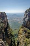 Tundavala在高原投下1000m平直的下来入低地的安哥拉 库存照片