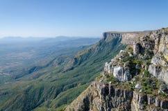 Tundavala в Анголе куда плато падает спуск 1000m прямой в низменности Стоковые Изображения
