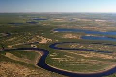Tundra, floder och sjöar av Taimyr på våren arkivbilder