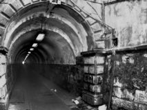 Tunel étroit images libres de droits