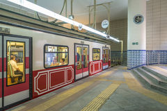 Tunel facente un giro turistico storico del tram sulle vie di Costantinopoli La Turchia Fotografia Stock Libera da Diritti