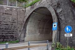 Tunel och väg Royaltyfri Bild