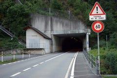 Tunel och väg Royaltyfria Bilder