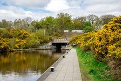 Tunel prowadzi od Zrzeszeniowego kanału Falkirk koła łódkowaty dźwignięcie Zdjęcia Royalty Free