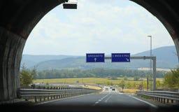 Tunel przez góry na autostrady drodze, Grosseto, Tusca Zdjęcia Stock