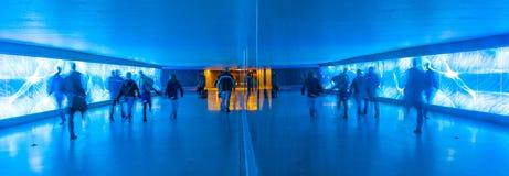 Tunel z pedestrians w ruchu Obrazy Royalty Free