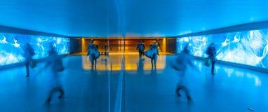 Tunel z pedestrians w ruchu Zdjęcie Stock