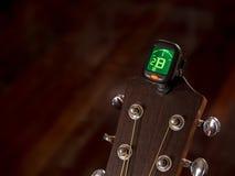 Tuner für Gitarre, b-Ton, zweite Garde Lizenzfreie Stockfotografie