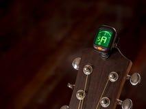 Tuner für Gitarre, a-Ton, fünfte Schnur Stockbilder