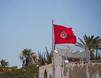 Tunesien-Flagge gegen einen blauen Himmel Lizenzfreies Stockbild