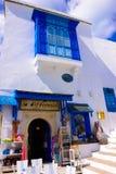 Tunesien-, weißes und Blauestraditionelles Gebäude, Souvenirladen, arabische Architektur Stockfotografie