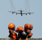 tung bombplan Arkivfoton