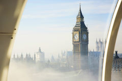 Tung dimma slår London Arkivbild