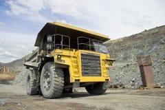 tung lastbil för förrådsplats Royaltyfria Bilder