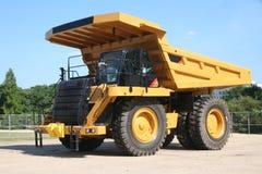 tung lastbil för förrådsplatsarbetsuppgift Arkivbild