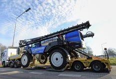Tung lastbilstransport, jordbruks- sprejare för främre bang Royaltyfri Bild