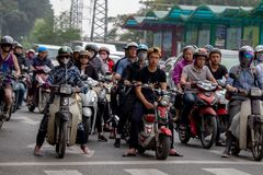 Tung mopedtrafik Hanoi royaltyfri foto