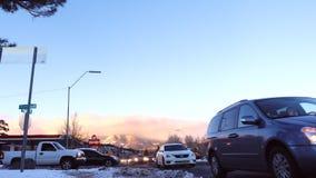 Tung snö på vägarna i flaggstång efter stormen, Arizona, USA lager videofilmer
