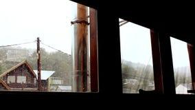 Tung snö utanför lager videofilmer