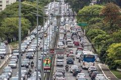 tung trafik arkivbilder