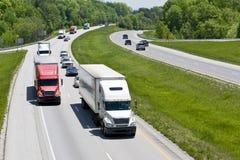Tung trafik för mellanstatlig huvudväg Royaltyfri Bild