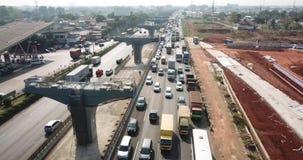 Tung trafik på den Jakarta-Cikampek avgiftvägen lager videofilmer