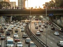 Tung trafik på denvästra anslutningen, radiella Leste Avenue royaltyfri fotografi