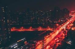 Tung trafik på gatan fotografering för bildbyråer