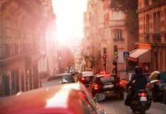 Tung trafik på gatorna av Paris, Frankrike royaltyfria foton