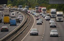 Tung trafik på motorwayen M1 Royaltyfri Bild