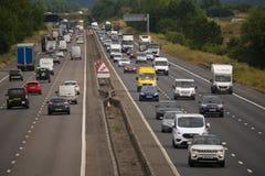 Tung trafik på motorwayen M1 Fotografering för Bildbyråer